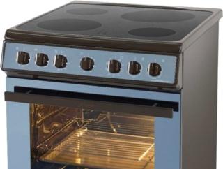 Металлический рабочий стол у плит Kaiser — надежная кухонная техника